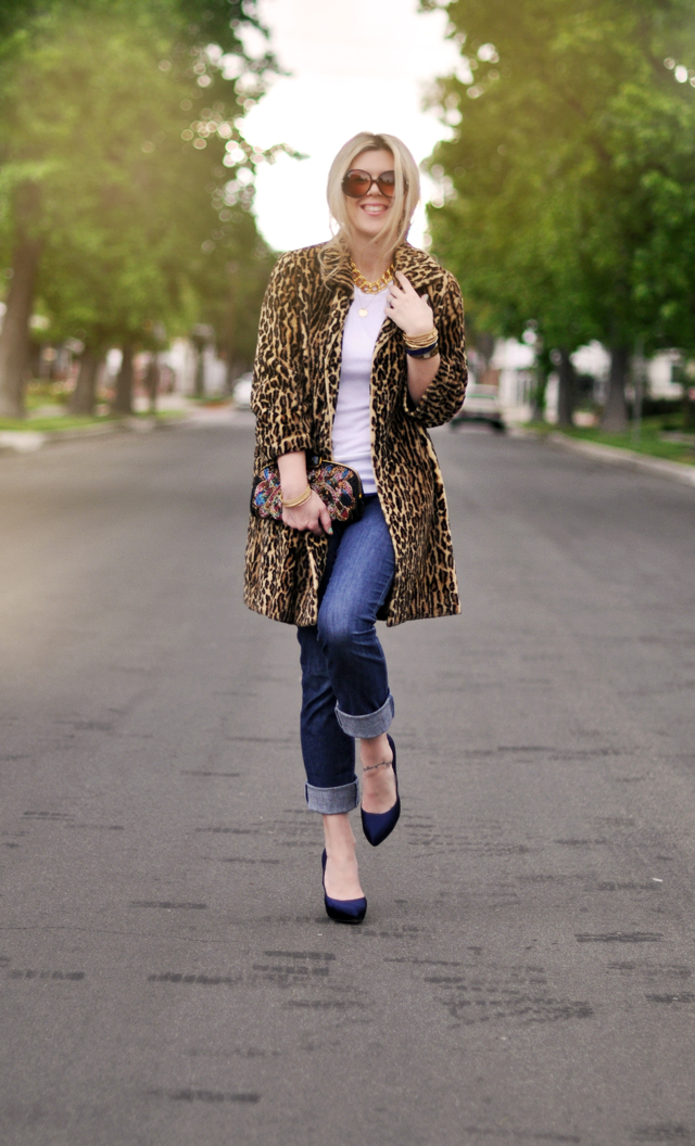 how to wear a leopard coat - fall 2018 - jeans and a white tshirt