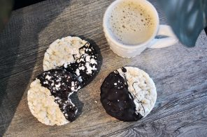 Healthy-Ish Sweet Snack // Chocolate Dipped Rice Cakes