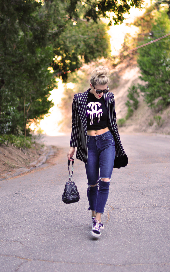 crop top-jeans-blazer-chanel