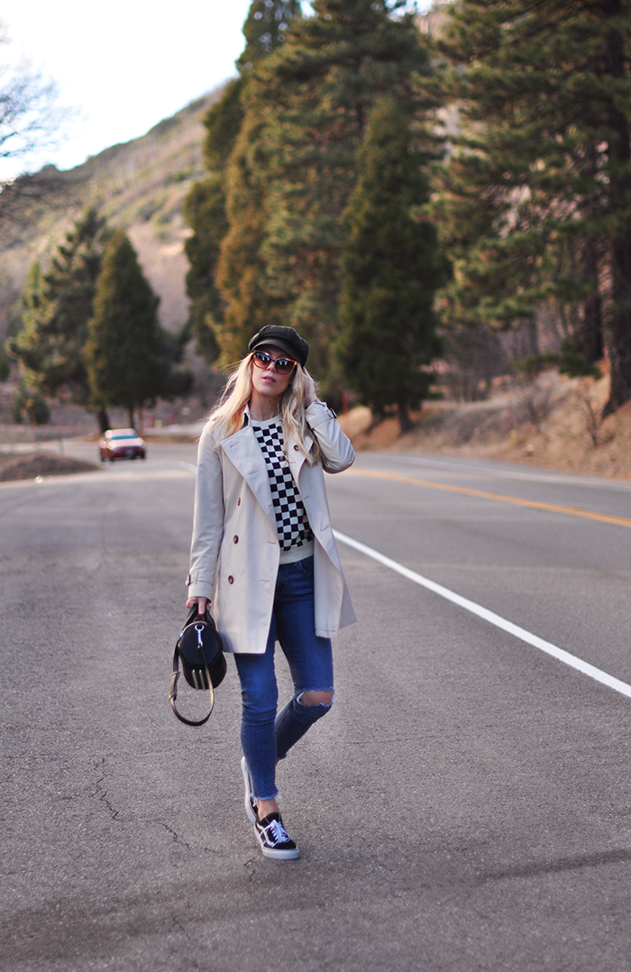 casual style-in the mountains-on the highway-checkered sweatshirt-vans-burberry trench coat-california winter style