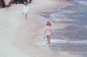 Paris Fashion Week // Chanel RTW 2019 Runway is an Actual Beach