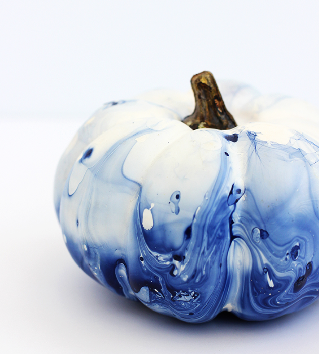 blue and white pumpkins-DIY indigo marbled pumpkin