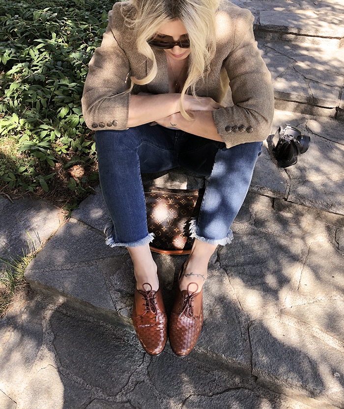 sitting on the steps, jeans and a blazer, lace-up oxfords, zappos shoes, louis vuitton bag, fall style, love maegan tintari