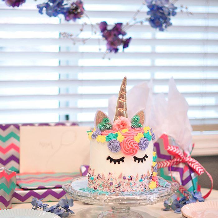 Unicorn cake birthday party