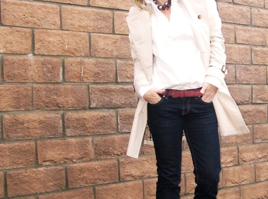 Burberry Trench coat + dark wash classic jeans
