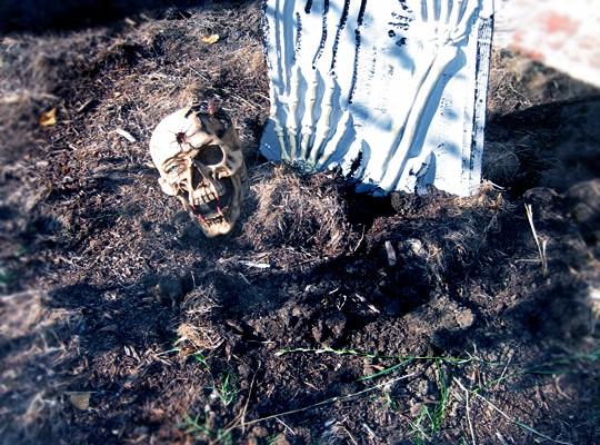 spooky halloween cemetery decor