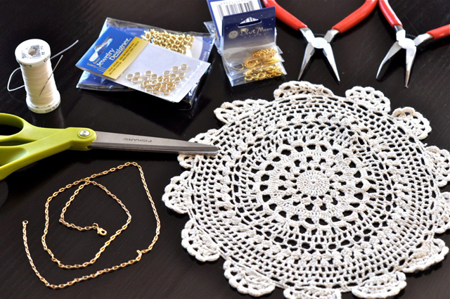 easy doily necklace diy