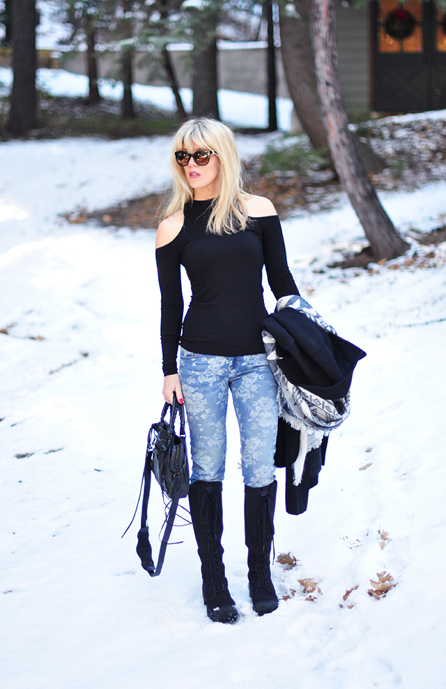Black and blue in the snow-