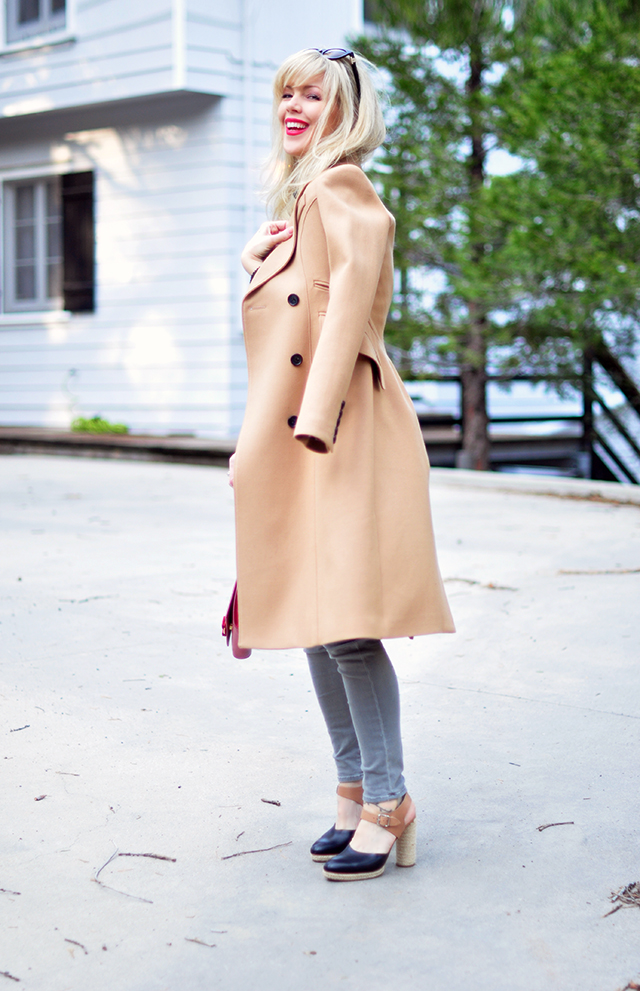 Camel coat_grey jeans_red lips