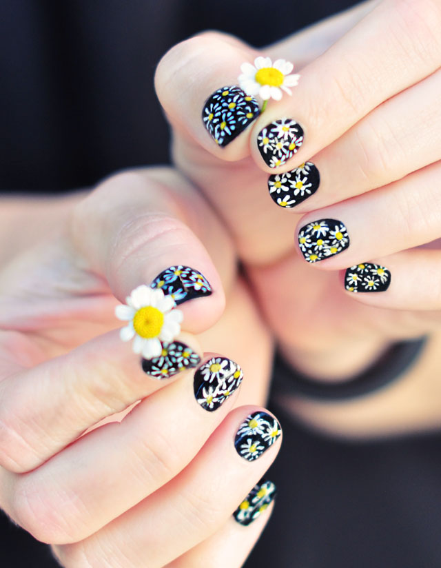 Nail Art with Daisies