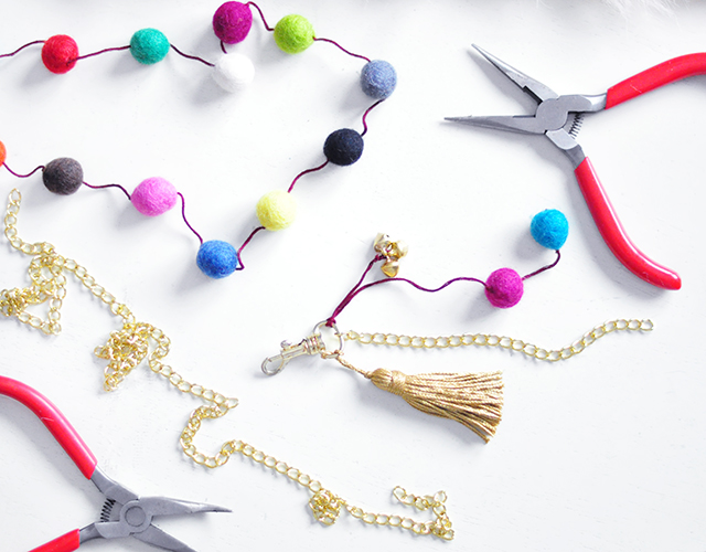 DIY Faux Fur and Feathers Bag Charms_2