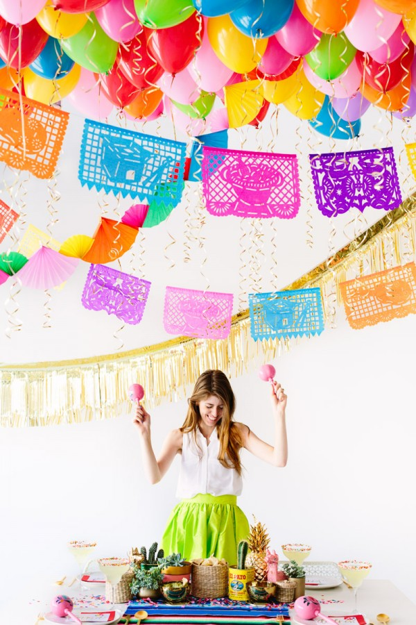 DIY Fiesta Balloon Ceiling9