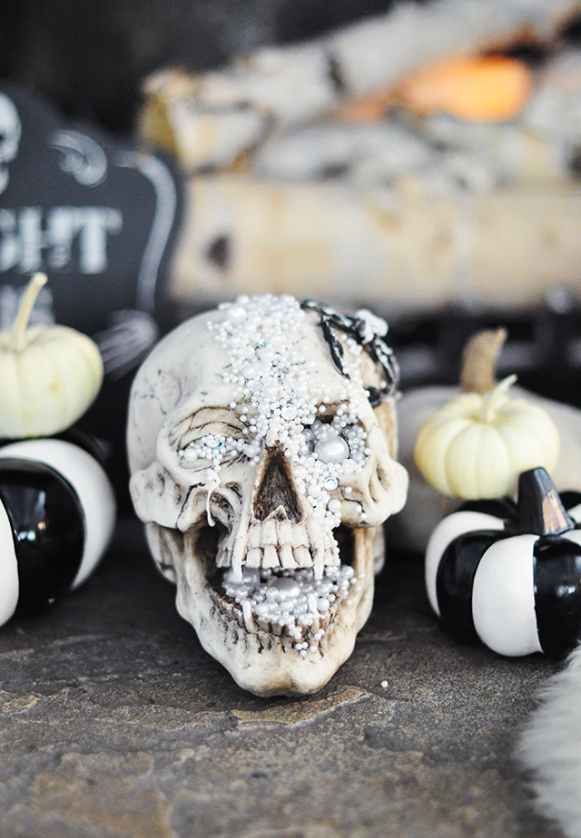 diy-glam-halloween-skull-decor