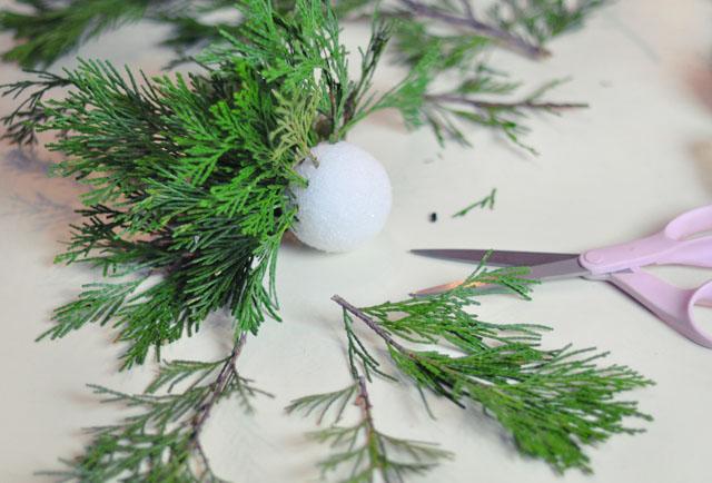 DIY Living Christmas ball decor-2