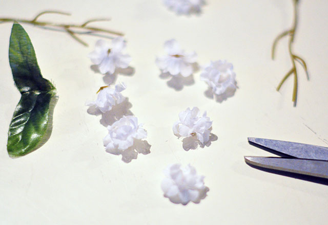 DIY Tiny Floating Hair Flowers_1