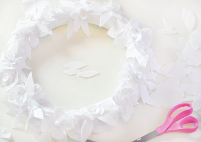 DIY Winter white floral holiday wreath-15