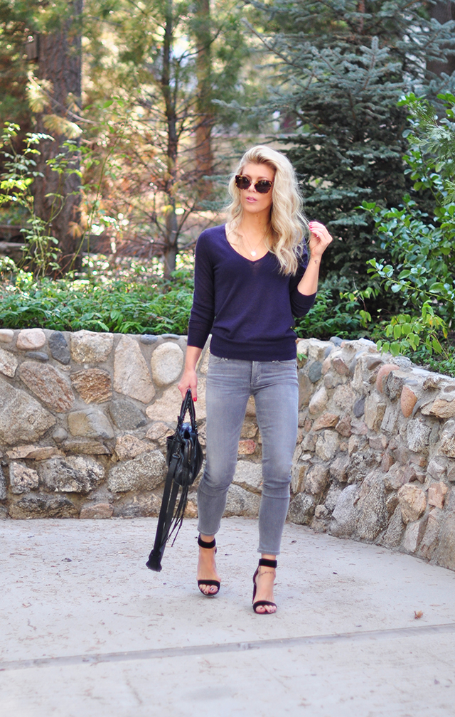 easy-casual-style_grey-skinny-jeans_plum-sweater