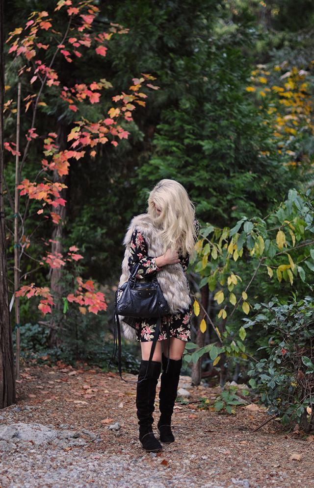fall-style_floral-dress_fur-vest_boots