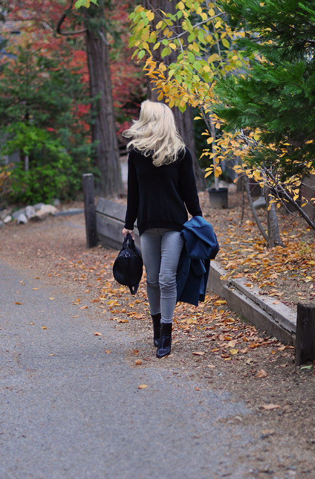 fall-style_grey-jeans_black-safety-pin-back-sweater