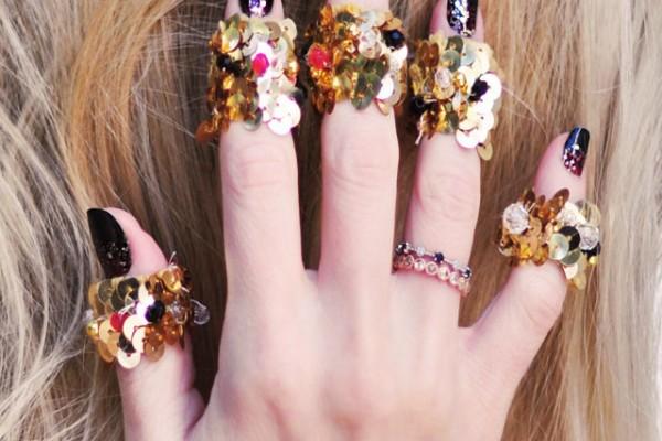 Glitter+manicure-spirit+fingersrings