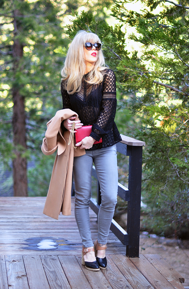 Grey jeans_camel coat_red lips