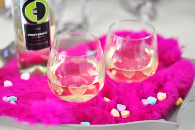 Heart Etched Wine Glasses diy gift ideas