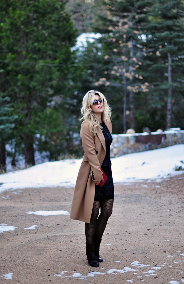 holiday-style_black-dress-_camel-coat_red-bag