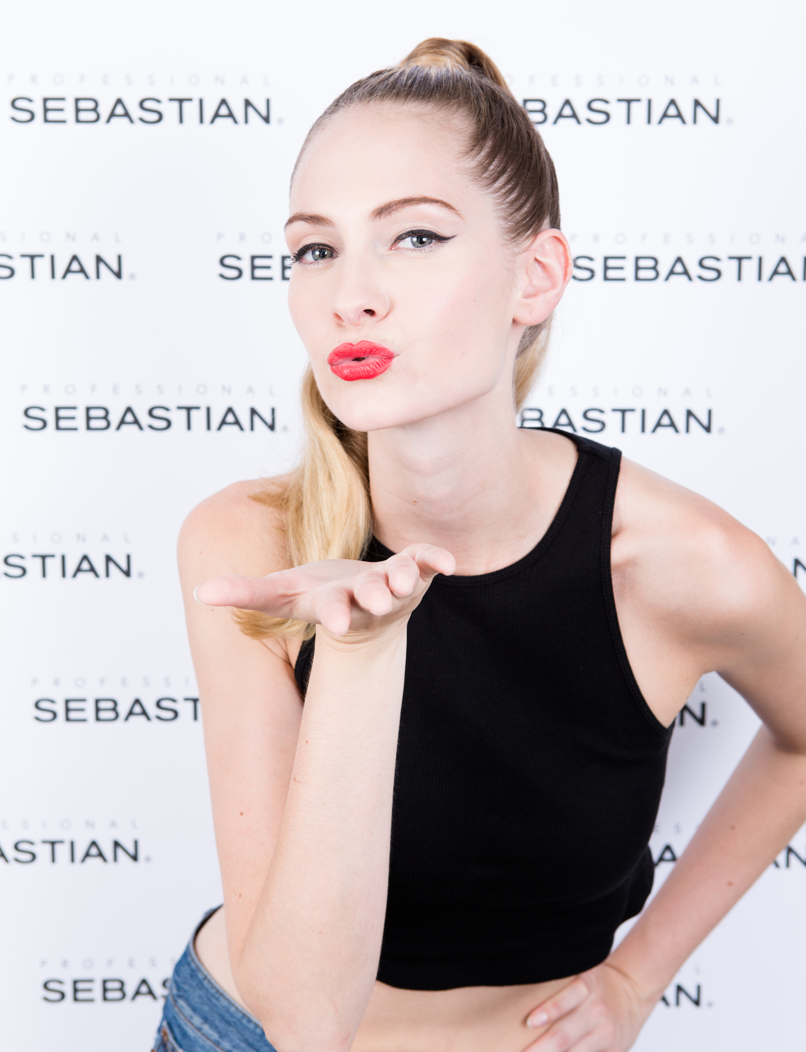 Hollywood glam hair_high pony_red lips-3