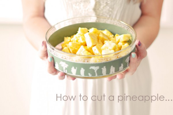 How+to+cut+a+pineapple+-+vintage+bowl-1-1