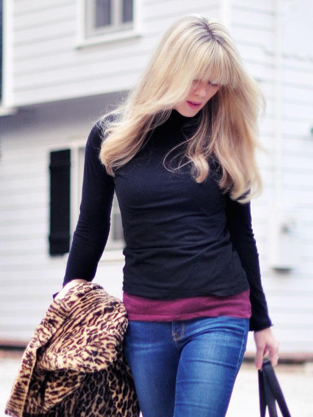Layered turtlenecks_jeans_leopard coat