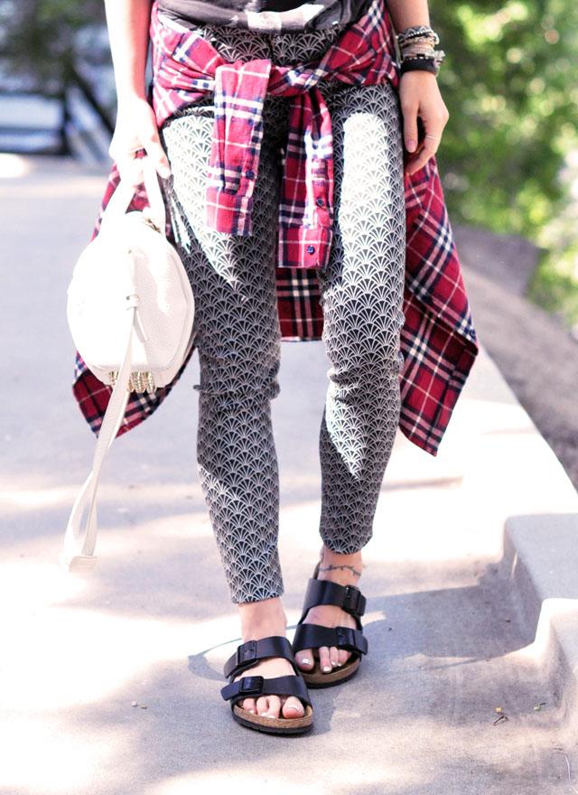 Printed jeans - birkenstocks - flannel
