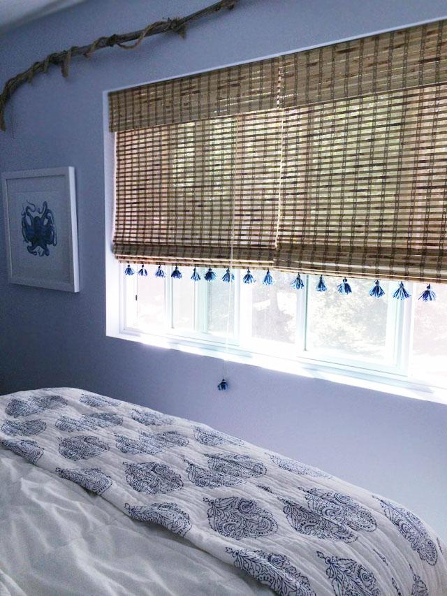 beachy guest room+diy tassel blinds