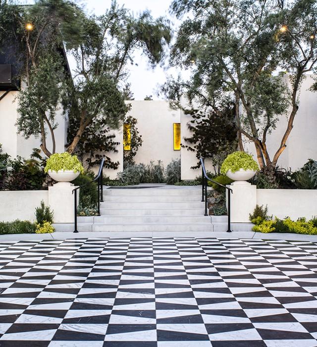black and white tile_FORMLA