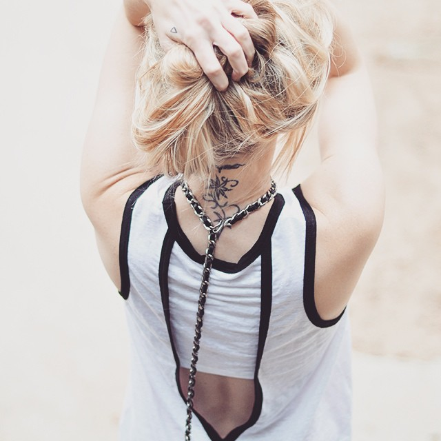 black and white_back_chanel chain