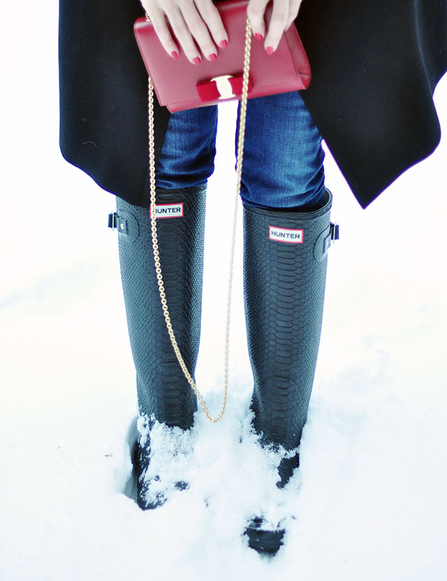 black hunter boots+red ferragamo bag+ jeans in the snow