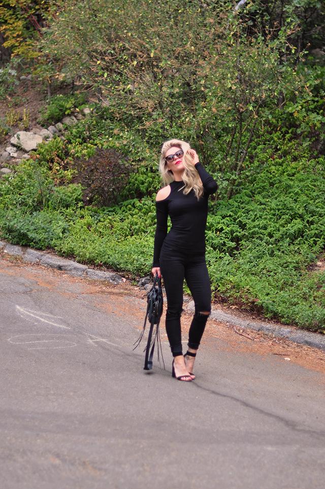 black-jeans-black-top