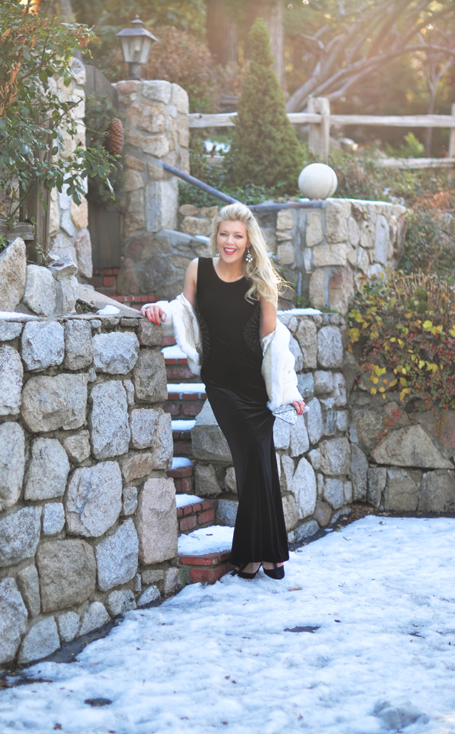 black-velvet-dress-for-the-holidays