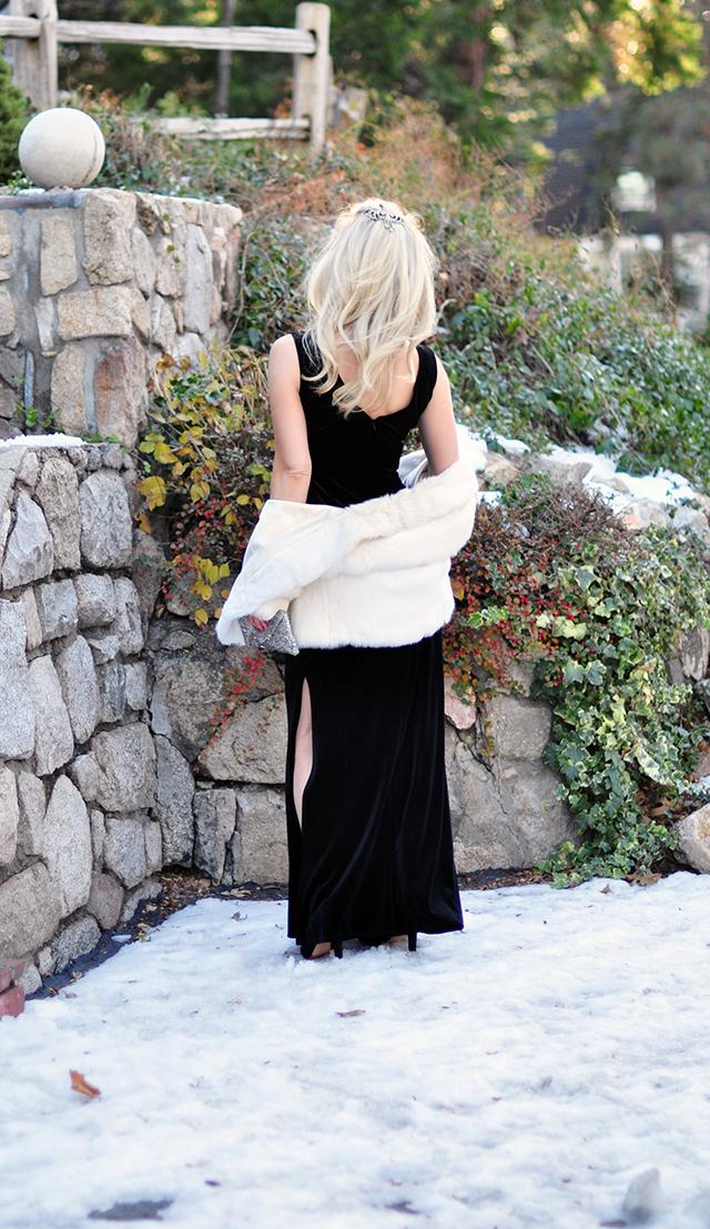 black-velvet-holiday-dress-in-the-snow