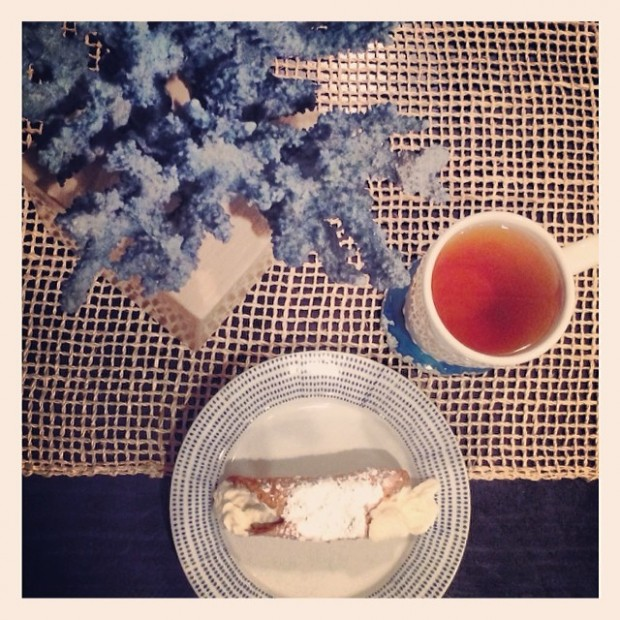 canoli and tea