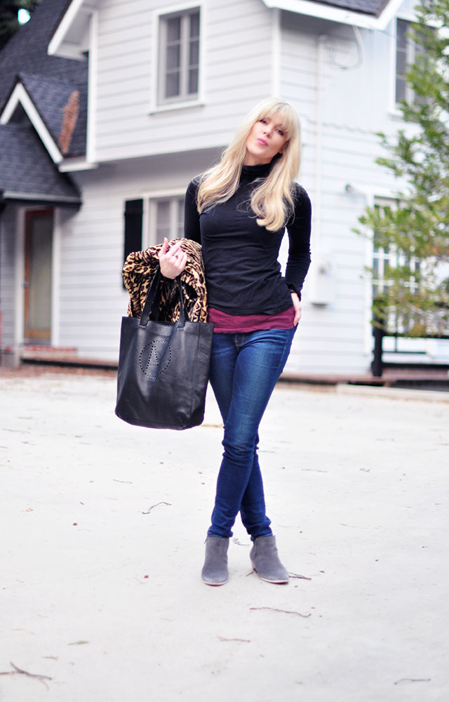 casual style_jeans_boots_turtleneck