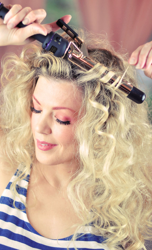 curling-with-a-curling-iron