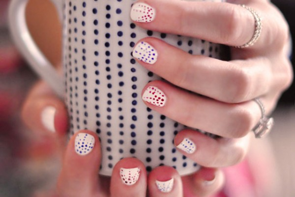dotted nails - 4th of july manicure