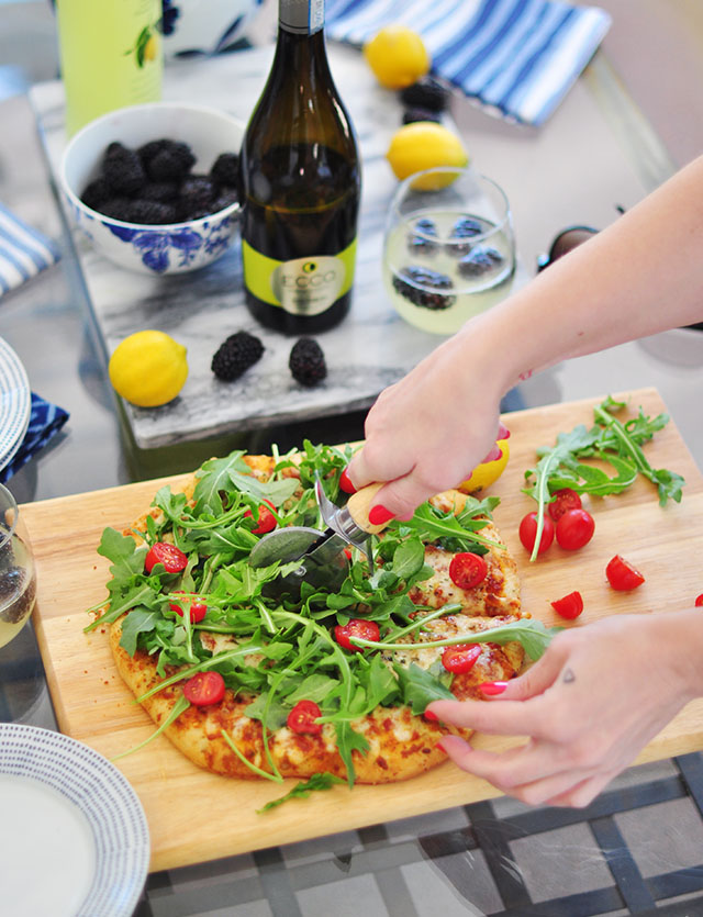 faux gormet pizza_frozen pizza with arugala