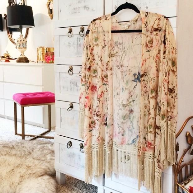 floral-fringe-kimono-in-my-office-620x620