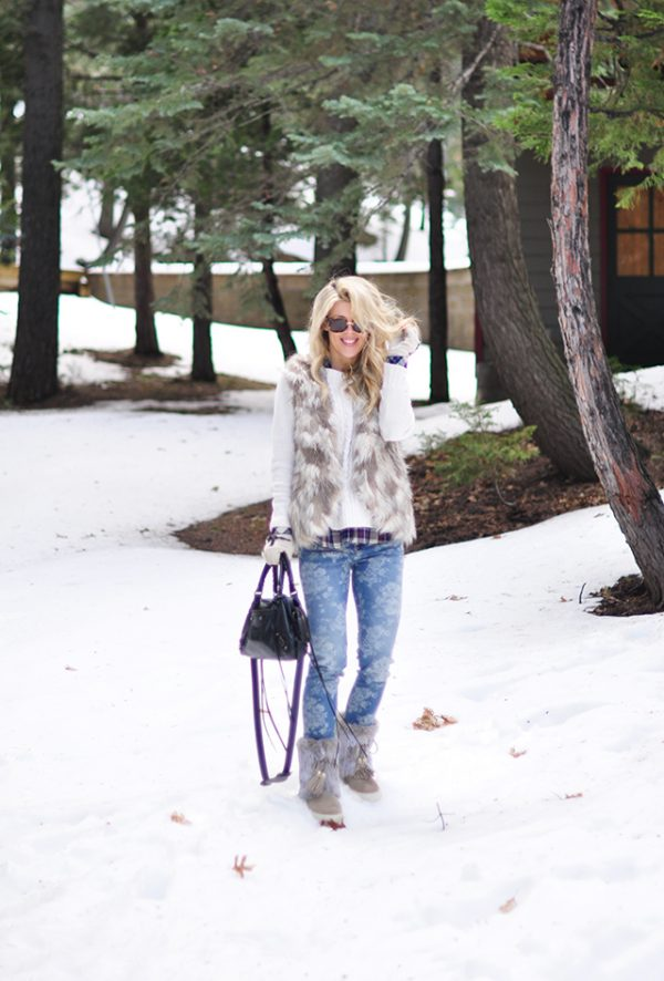 floral jeans _ faux fur in the snow