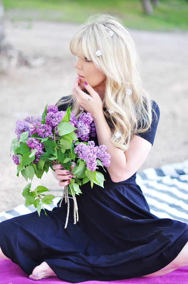 flowers in hair_in hand
