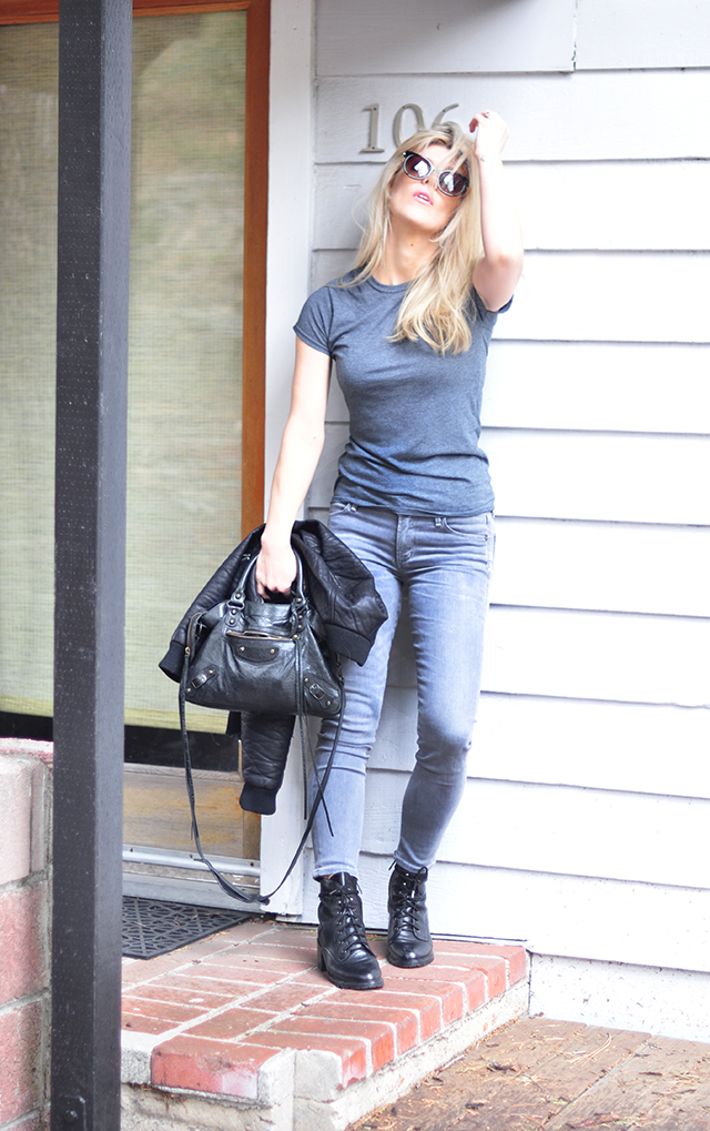 gray jeans_grey tee