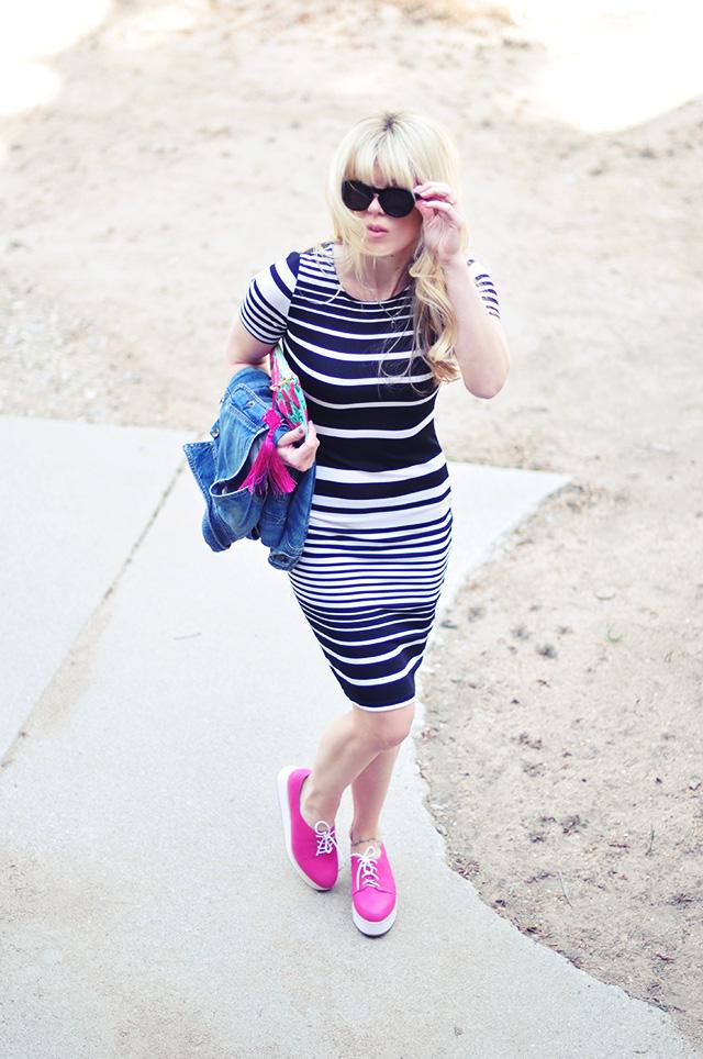 horizontal striped dress_denim jacket_pink shoes