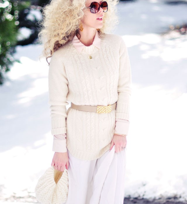 light+neutral+outfit+-++gold+accessories-blonde+afro-big+hair