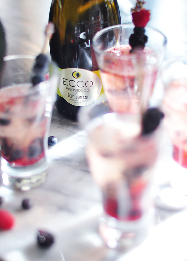 mixed berry summer prosecco cocktail 7